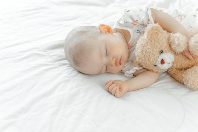 Pyjama pour bébé : les avantages d'en choisir avec des boutons pressions